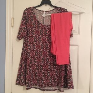 LuLaRoe OS leggings and S shortsleeved shirt